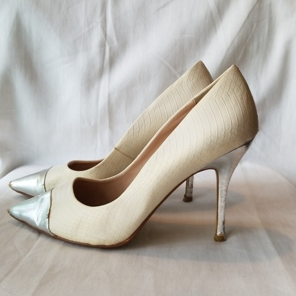 Sz9 Worthington White Alligator pumps
